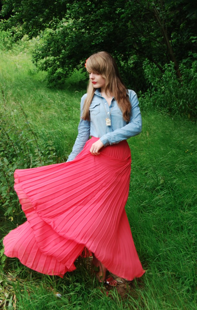 Pleated skirt blown up in her face 2 - 5 6