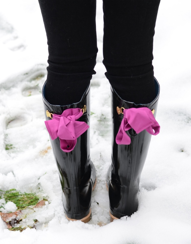 black-joules-purple-ribbon-wellingtons