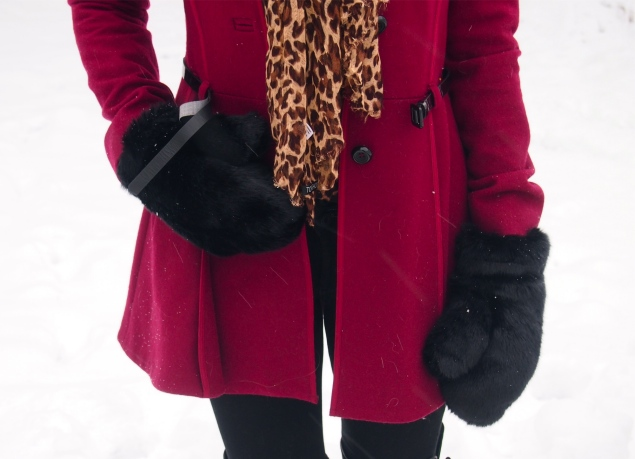 burgundy-coat-leaoprd-black-mittens-faux-fur