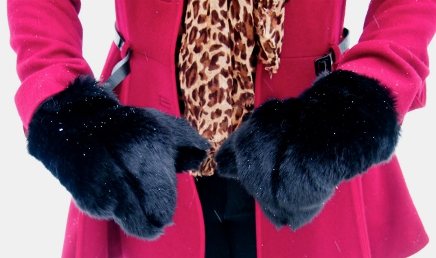 faux-fur-mittens-paws