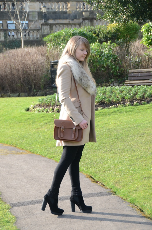 beige-faux-fur-collar-coat