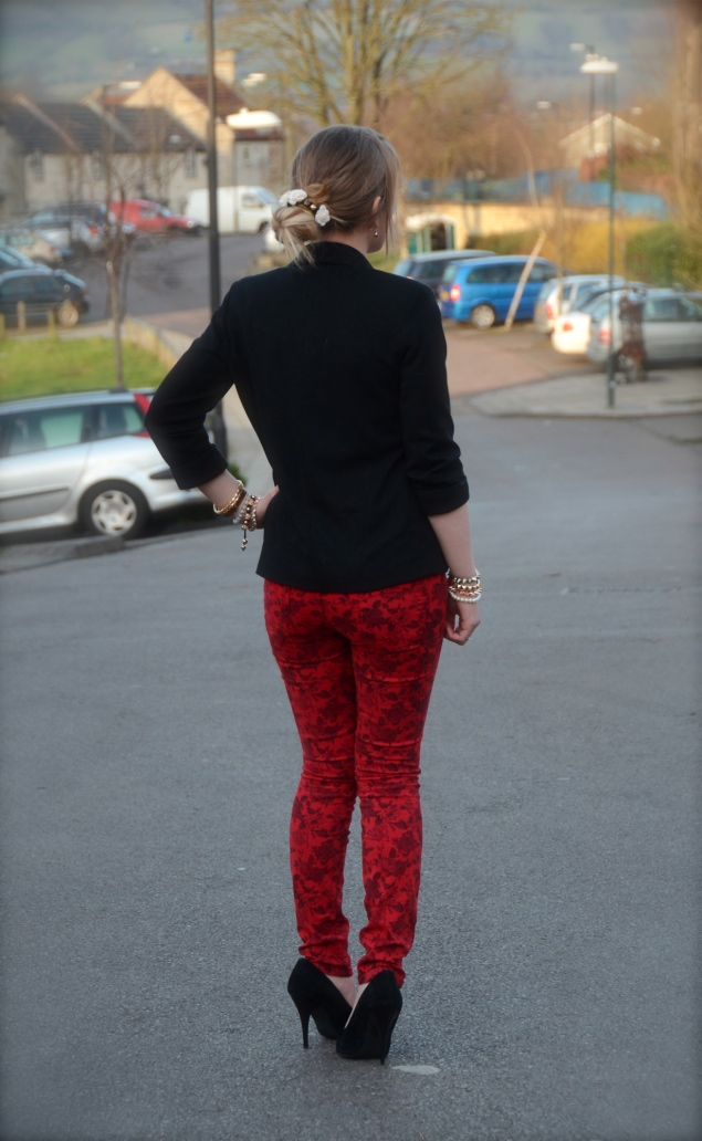 robins red jeans floral print Valentines Day With Flowers In My Messy Bun