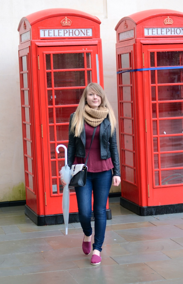lorna-burford-outfit-phone-boxes