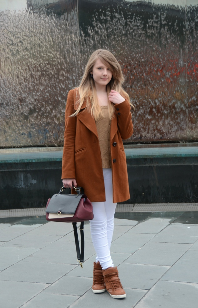 tan-coat-white-jeans