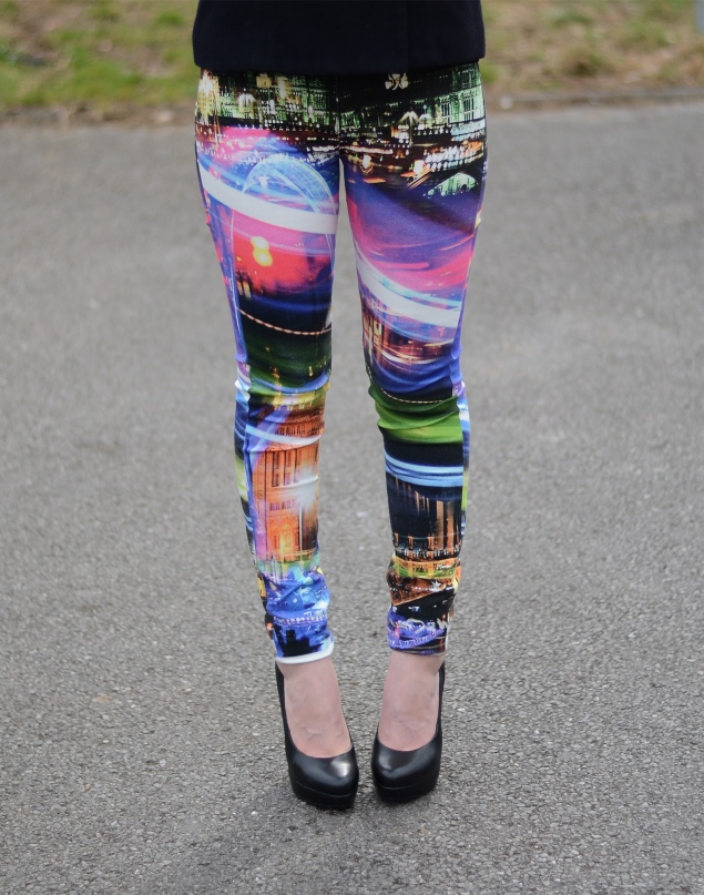 a163e2af910 London Print Jeans In The Wind | Raindrops of Sapphire