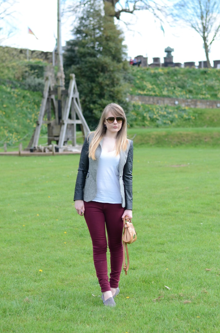 koral-merlot-jeans-outfit