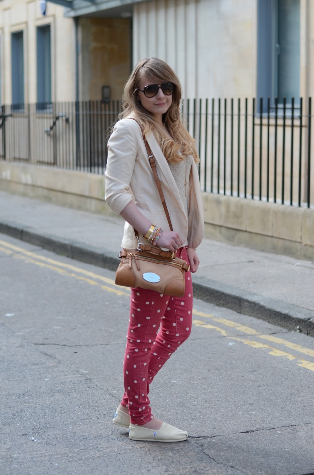 red-cream-outfit