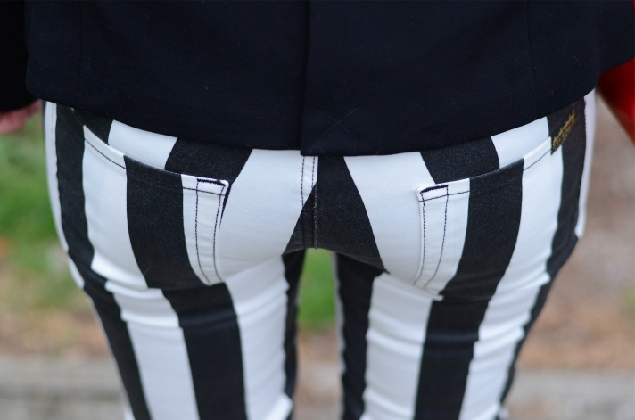 7-for-all-mankind-black-white-striped-jeans