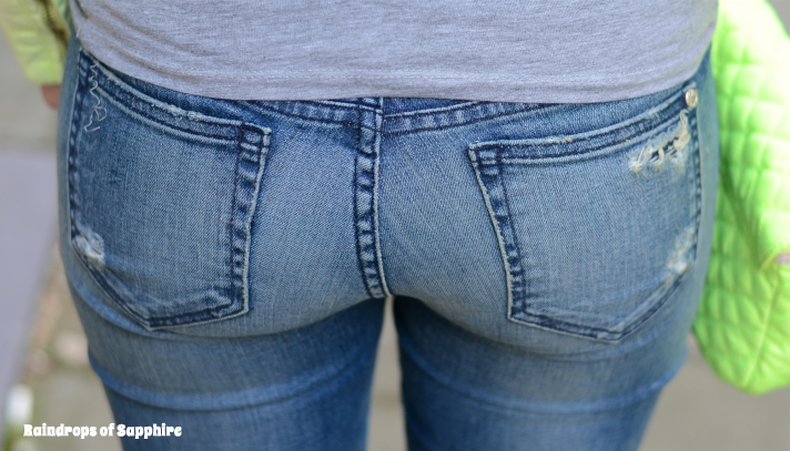 koral-back-pockets-jeans-butt
