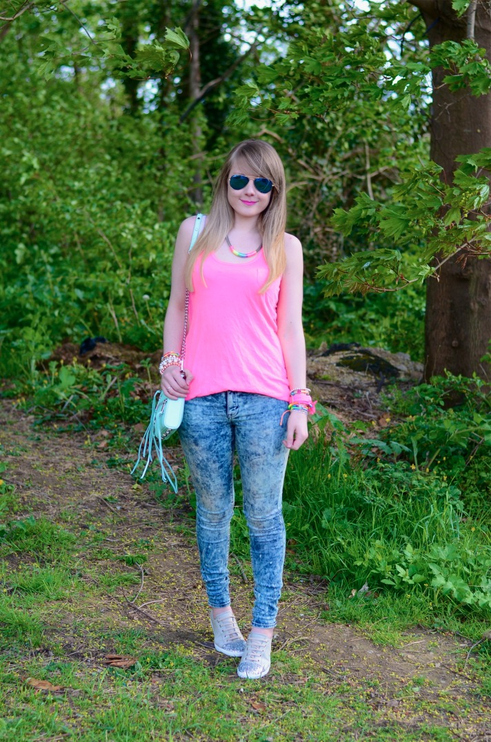 lorna-summer-neon-outfit
