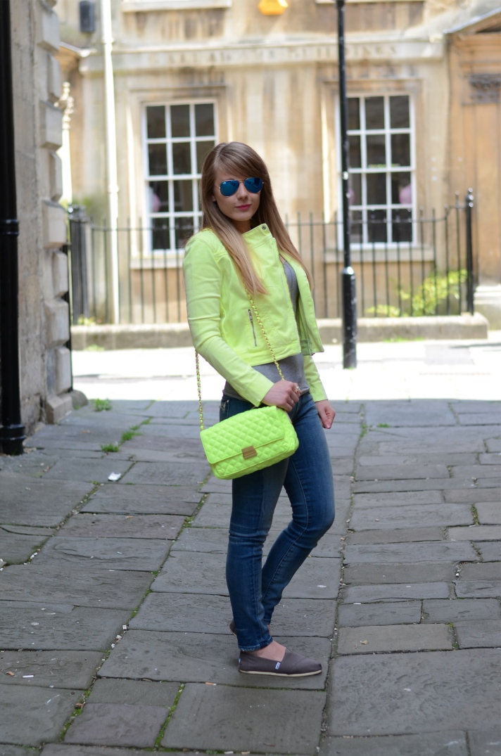 neon-yellow-outfit