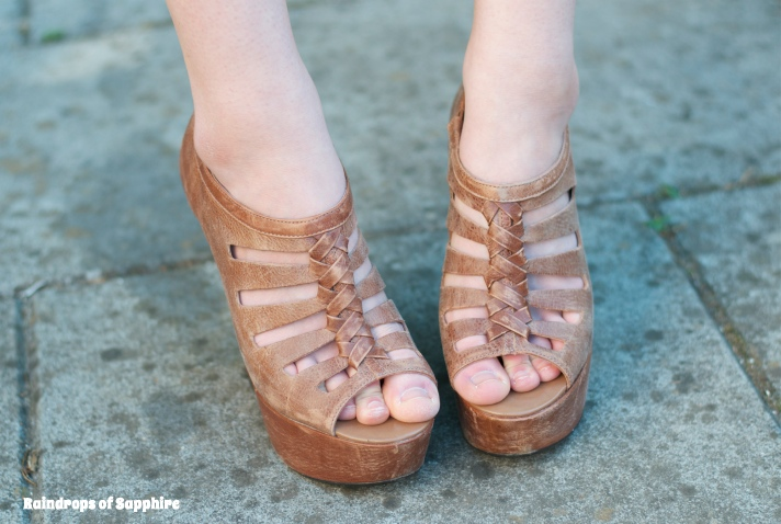 topshop-shirley-wedges-tan
