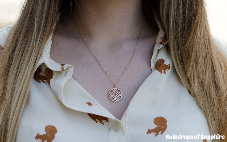 becca-laws-l-gold-necklace