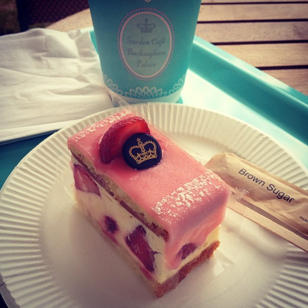 buckingham-palace-cake-coffee