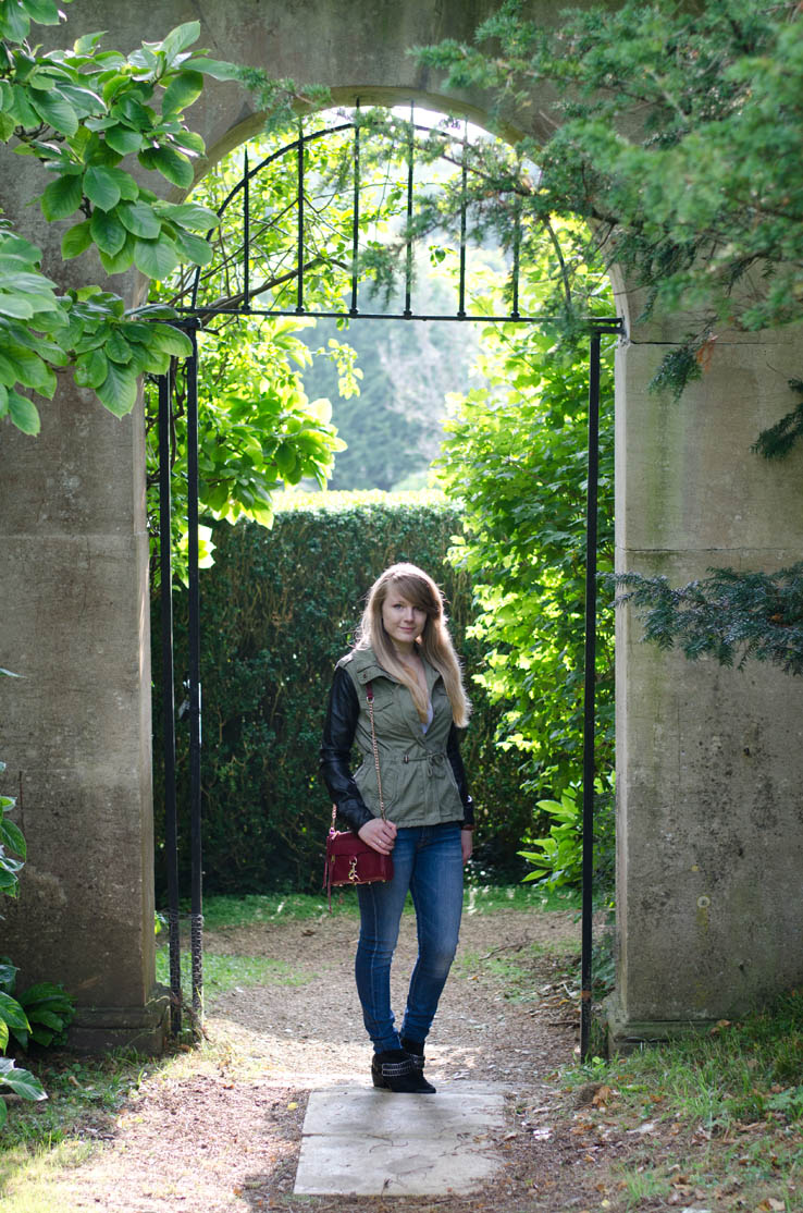 lorna-burford-gate-photo