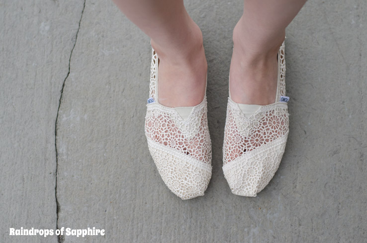 TOMS-cream-crochet