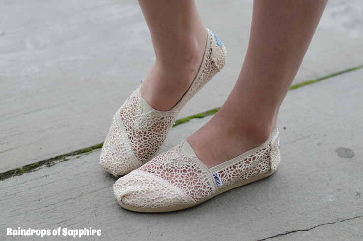 TOMS-crochet-shoes