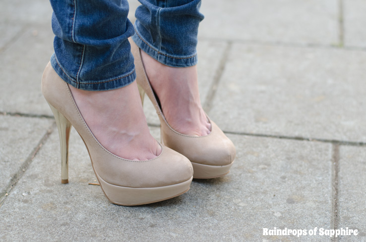 kurt-geiger-eleanor-nude-gold-heels