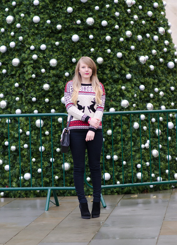 fashion-blogger-christmas-jumper-sweater