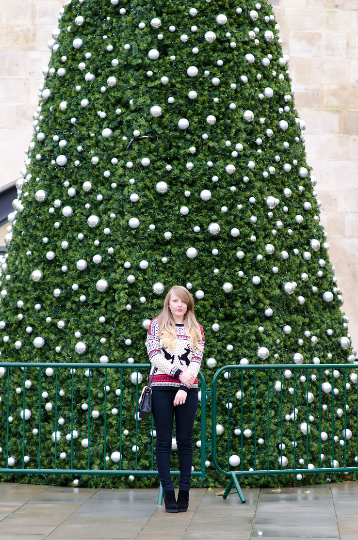 huge-christmas-tree-decoration-fashion-blogger