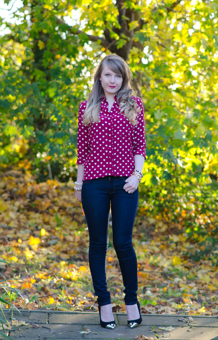 lorna-burford-autumn-jeans-red-burberry-topshop-heart-shirt