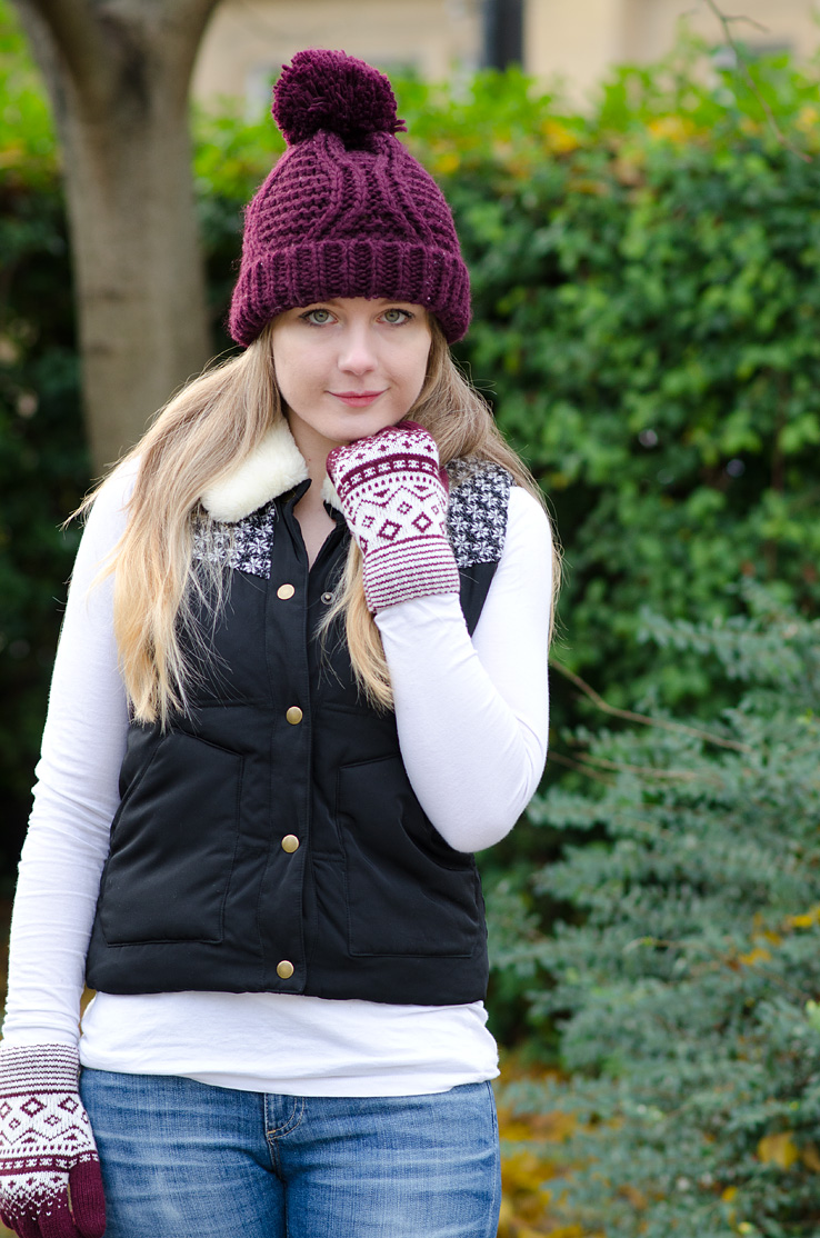 burgundy-bobble-hat-gloves