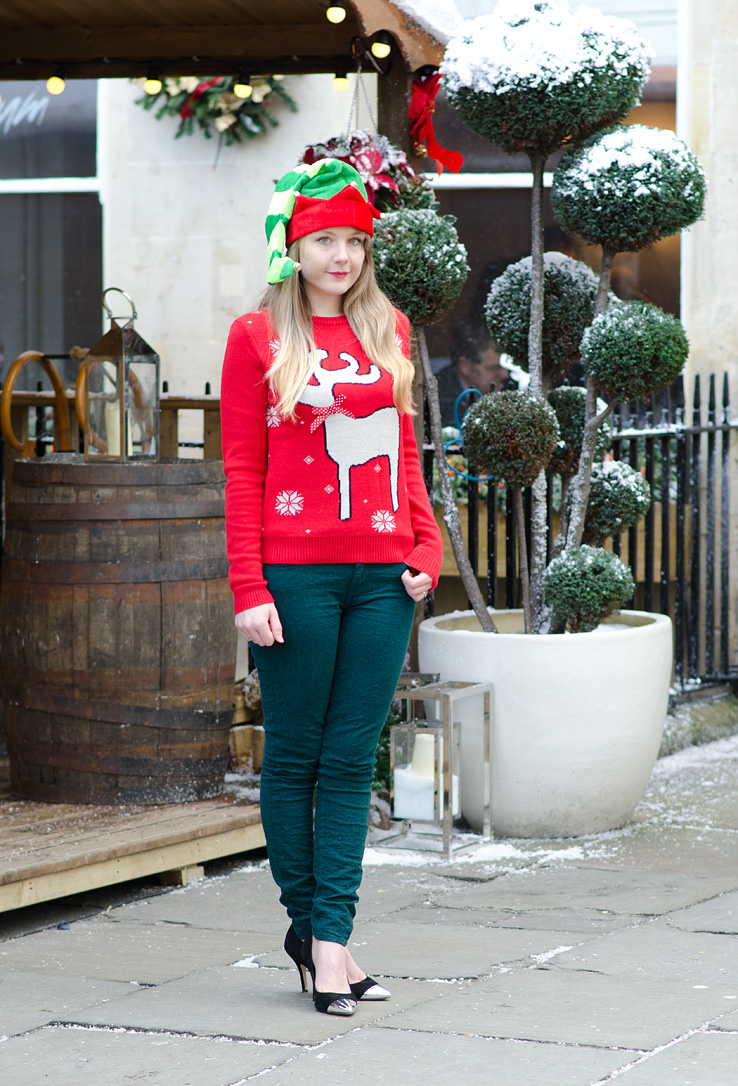 elf-outfit-green-paige-jeans-red-christmas-jumper