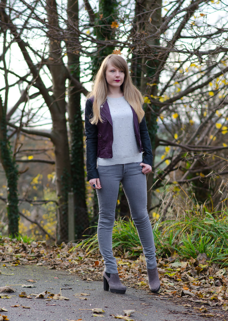 grey-burgundy-black-fashion-blogger-outfit