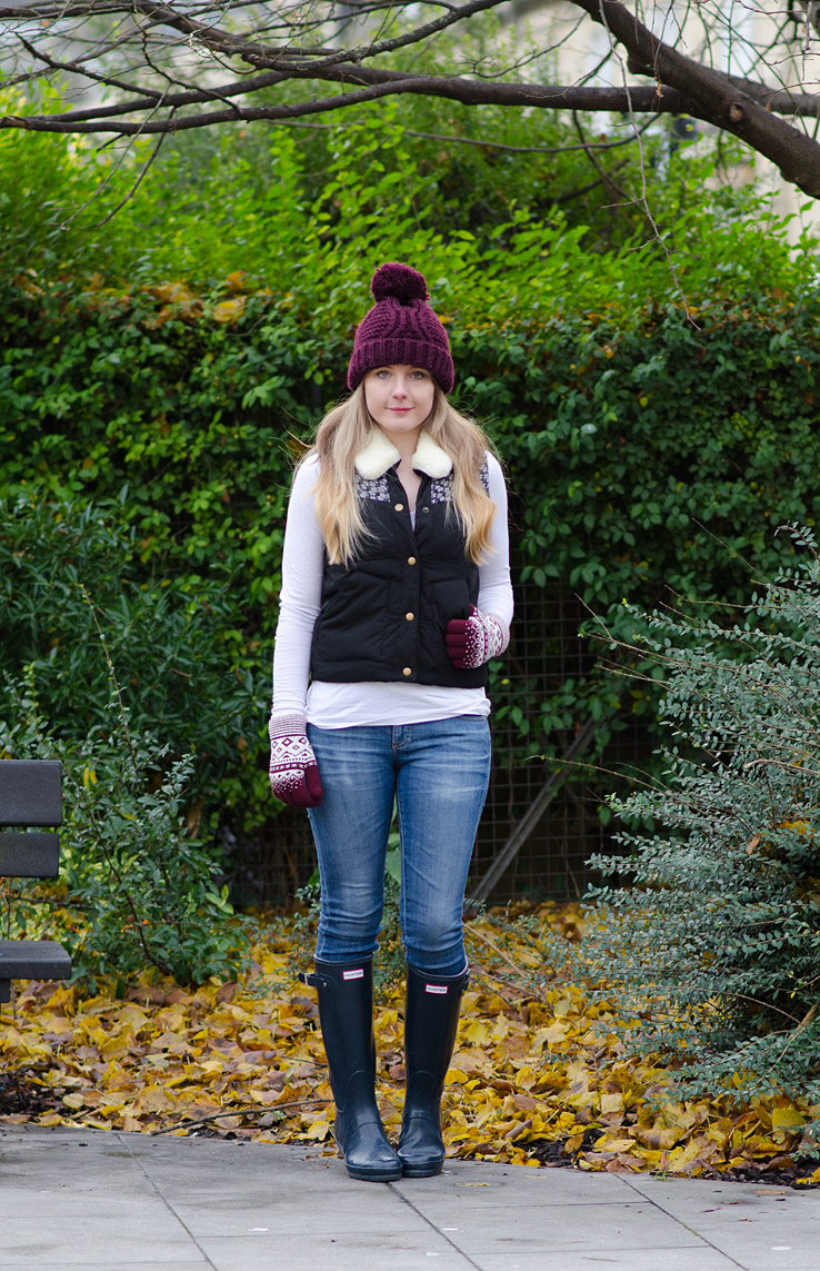 hunter-navy-gloss-wellies-tall-gilet-ag-jeans