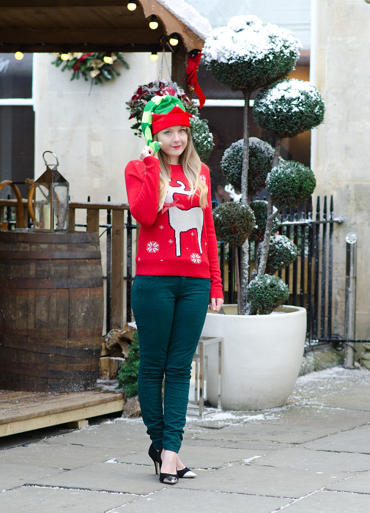 red-ribbon-christmas-jumper-green-jeans