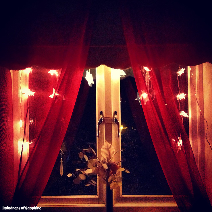 stars-in-window-christmas