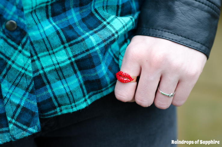 butler-wilson-red-lips-ring