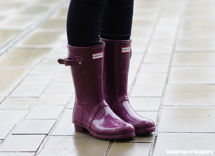 hunter-short-dark-ruby-gloss-wellies-pink