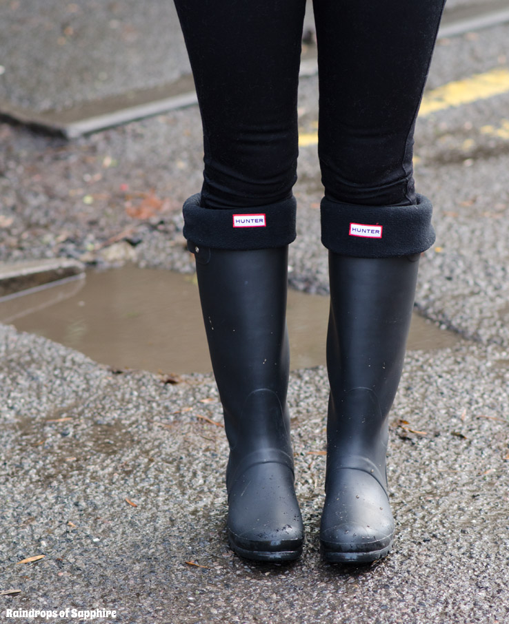 hunter-tall-black-wellies-with-socks