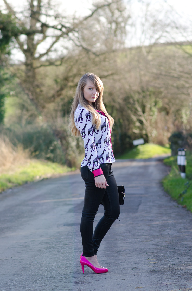 lorna-burford-blogger-black-skinny-jeans-butt