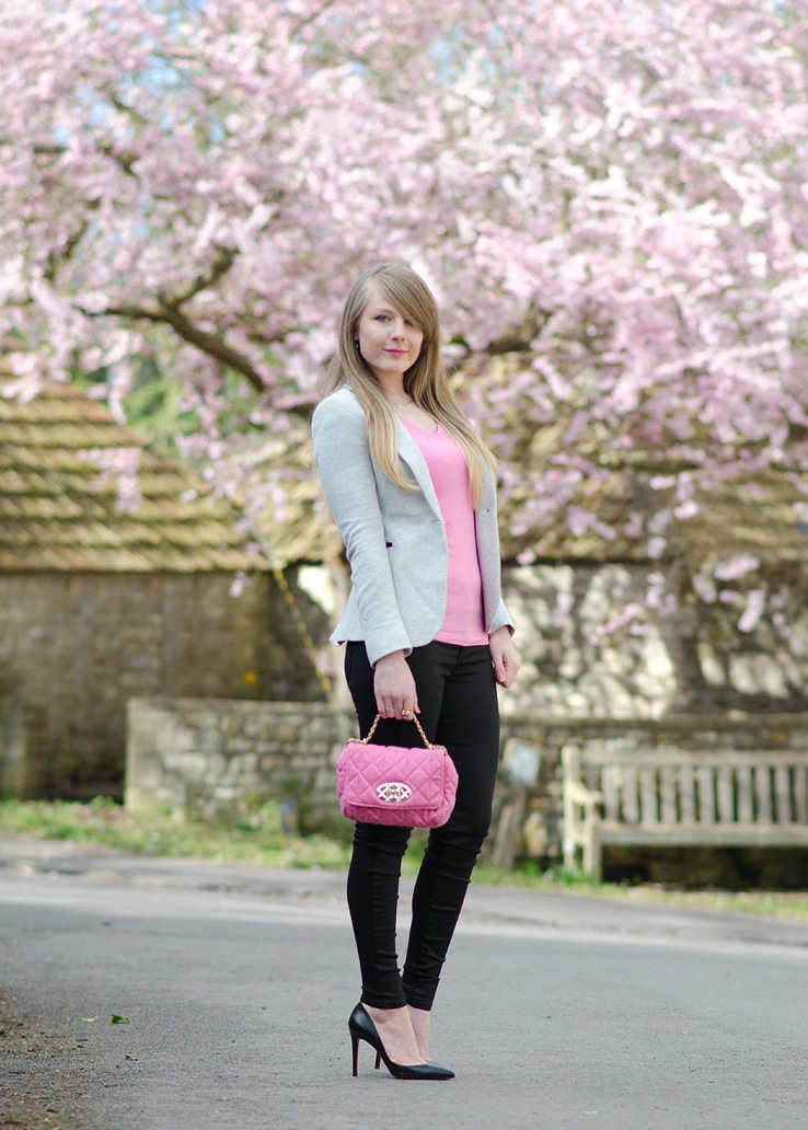 grey-pink-black-outfit