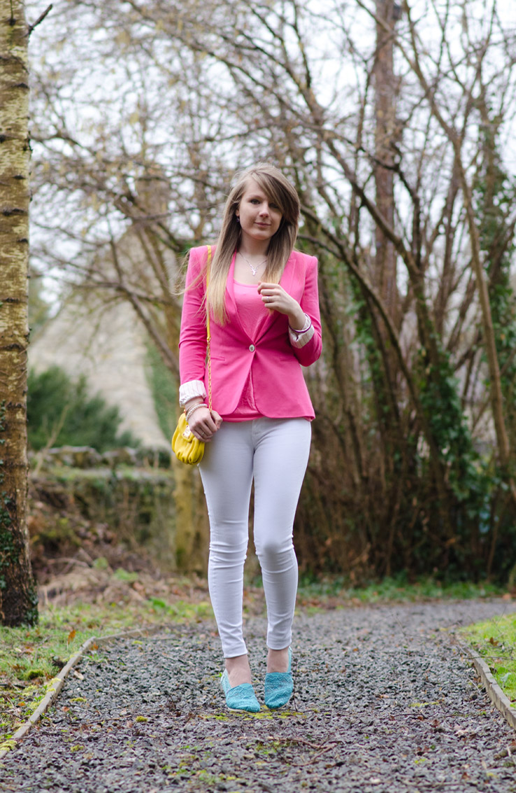 pastel-blue-pink-yellow-white-outfit