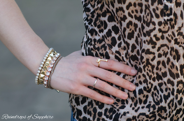 arm-candy-giraffe-ring