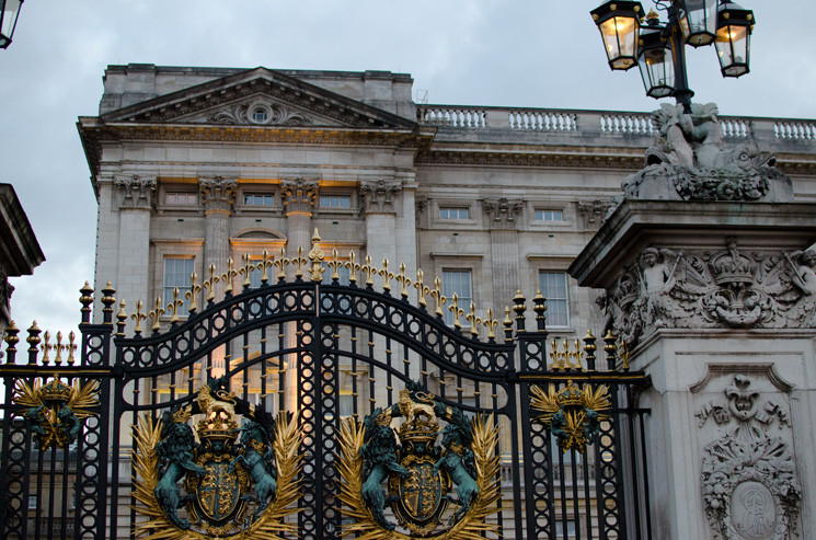 buckingham palace gates Outfits, Sightseeing & More From London