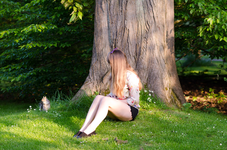 girl-sitting-in-the-park