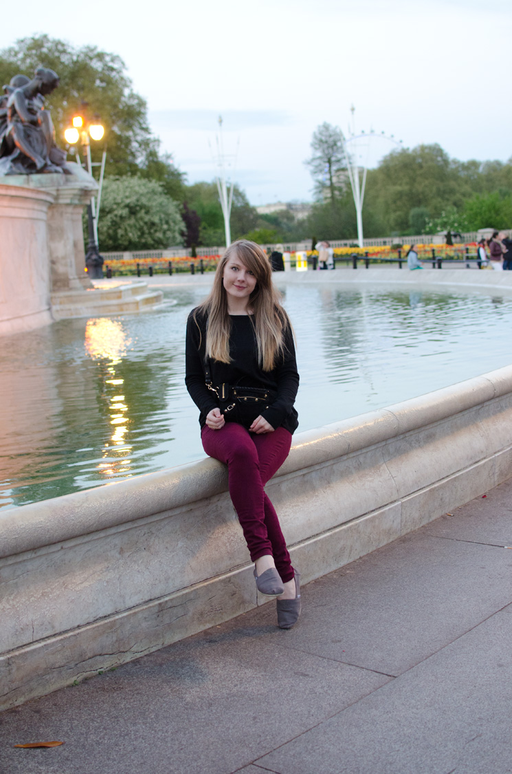 lorna burford buckingham palace Outfits, Sightseeing & More From London
