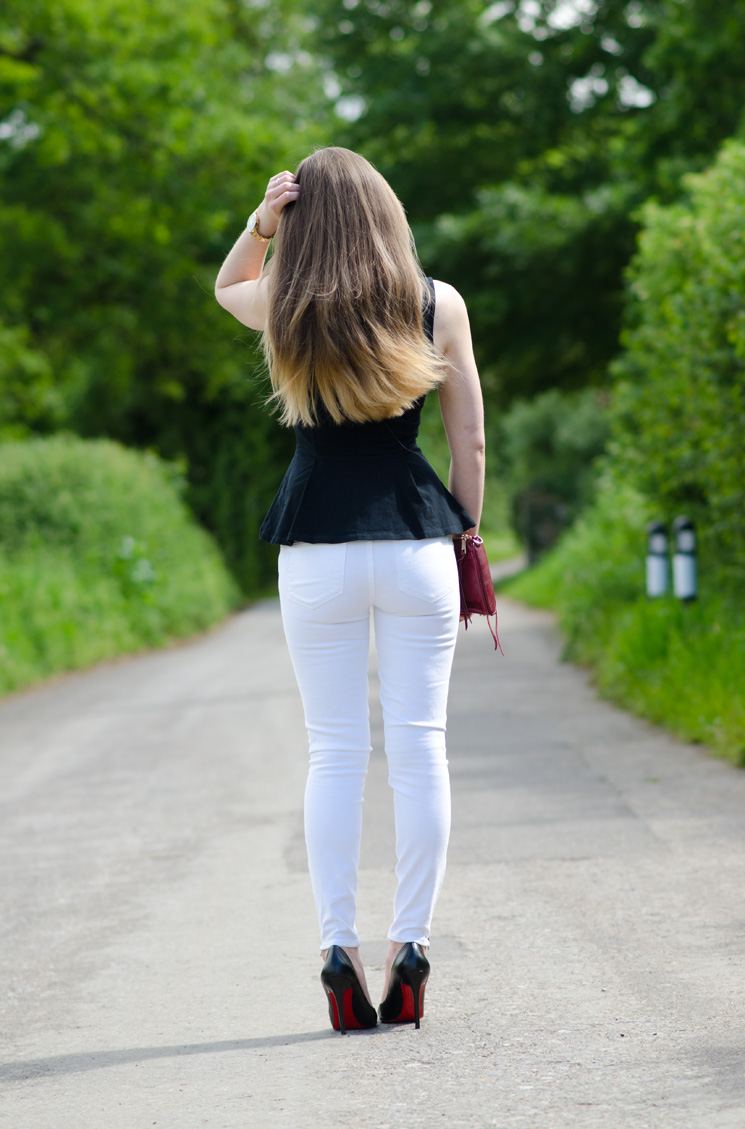 tight-white-skinny-jeans-butt-behind-ass