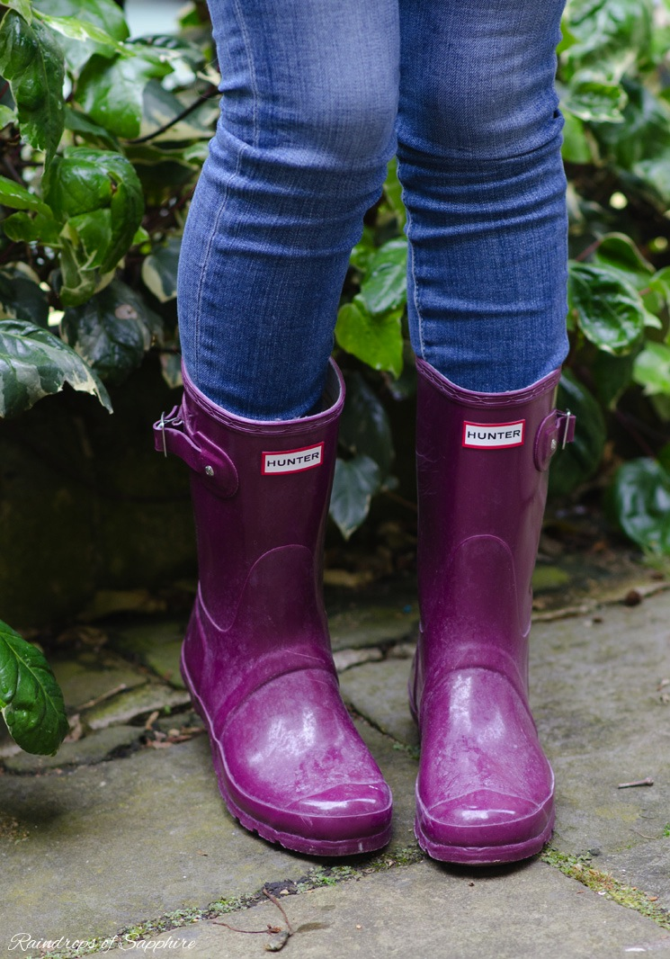 hunter-short-ruby-gloss-wellies-worn