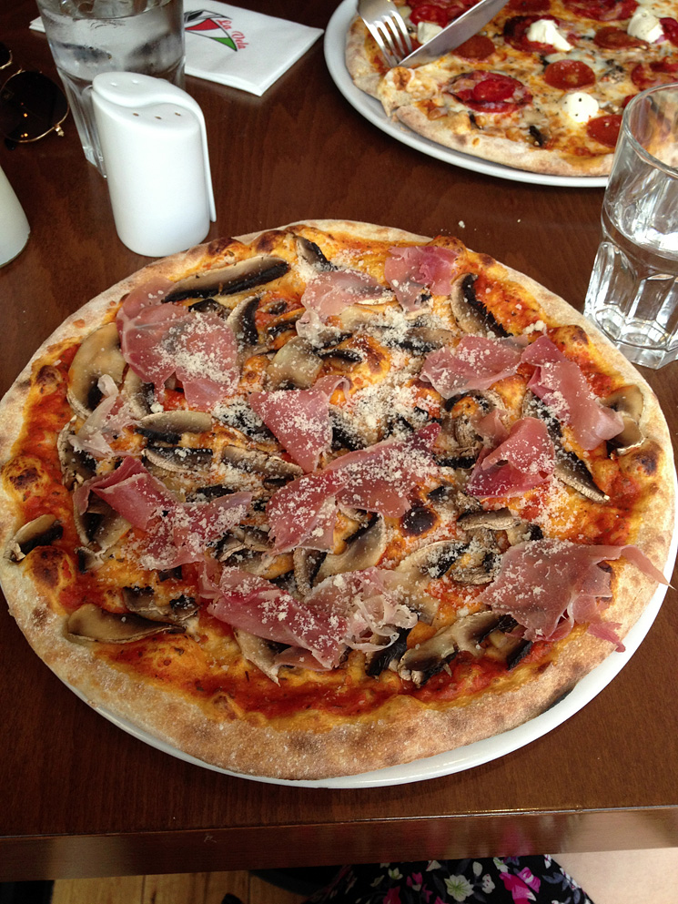 la-vella-burnham-on-sea-pizza