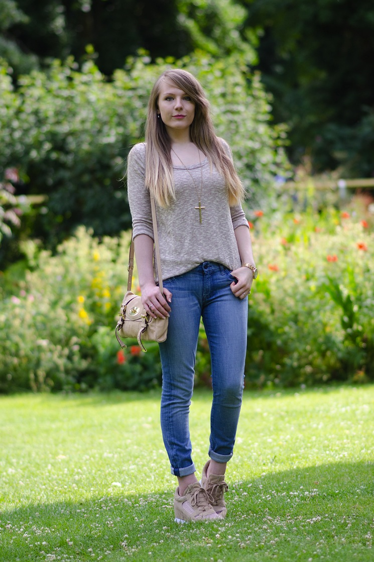 lorna burford uk fashion blogger skinny jeans Keeping It Casual In Skinny Jeans & Trainers