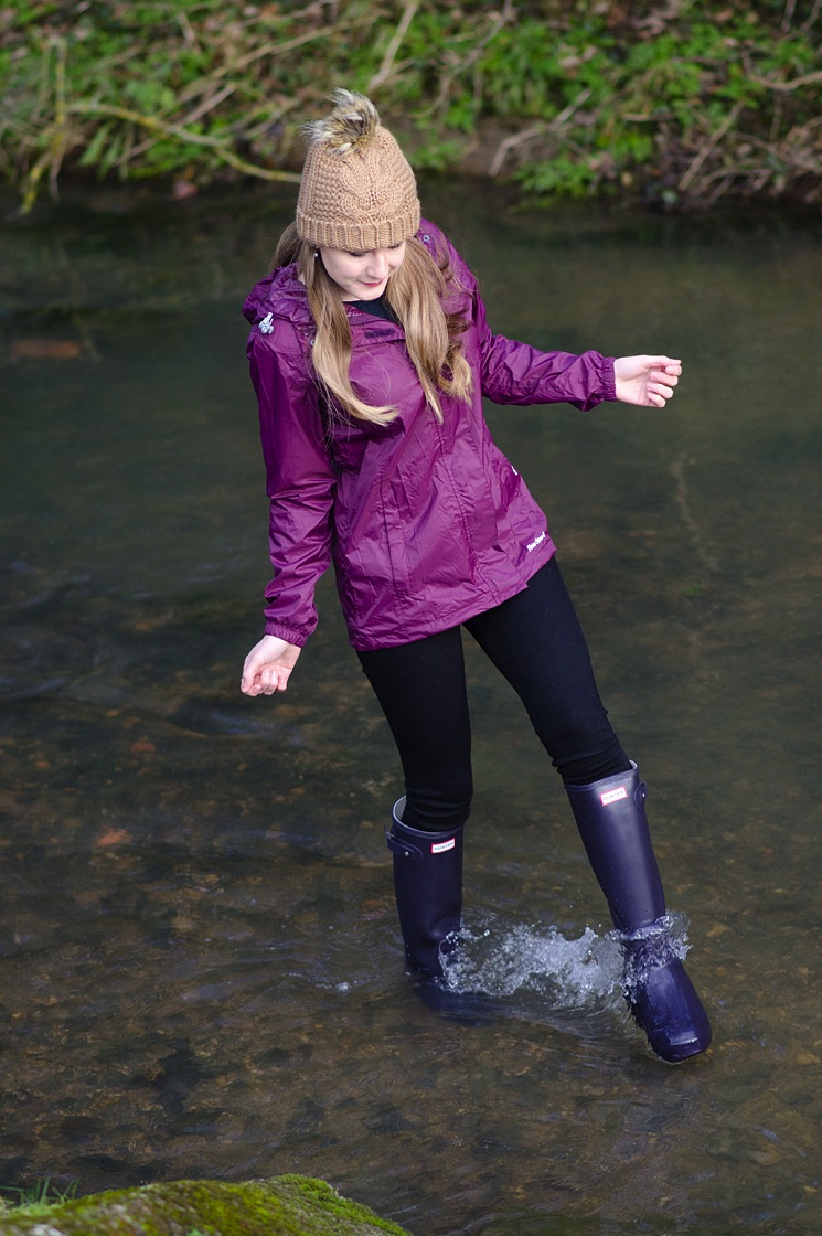girl-wearing-wellies-hunter-in-water