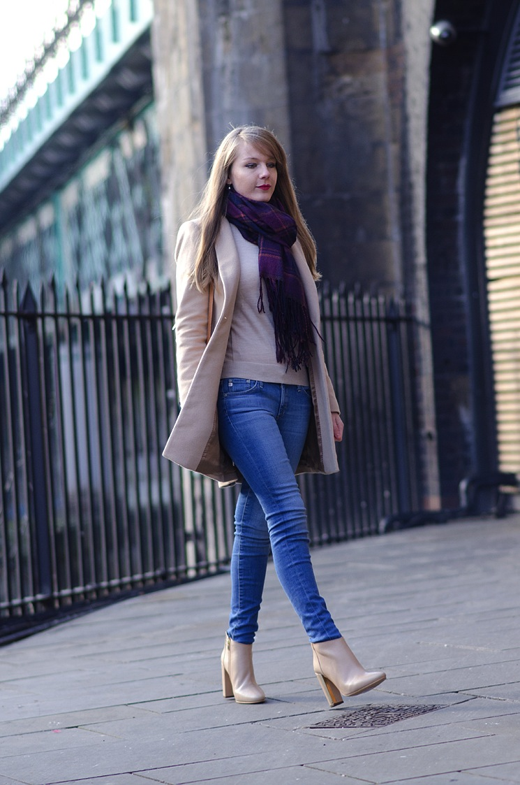 AG-raw-hem-legging-jeans-worn