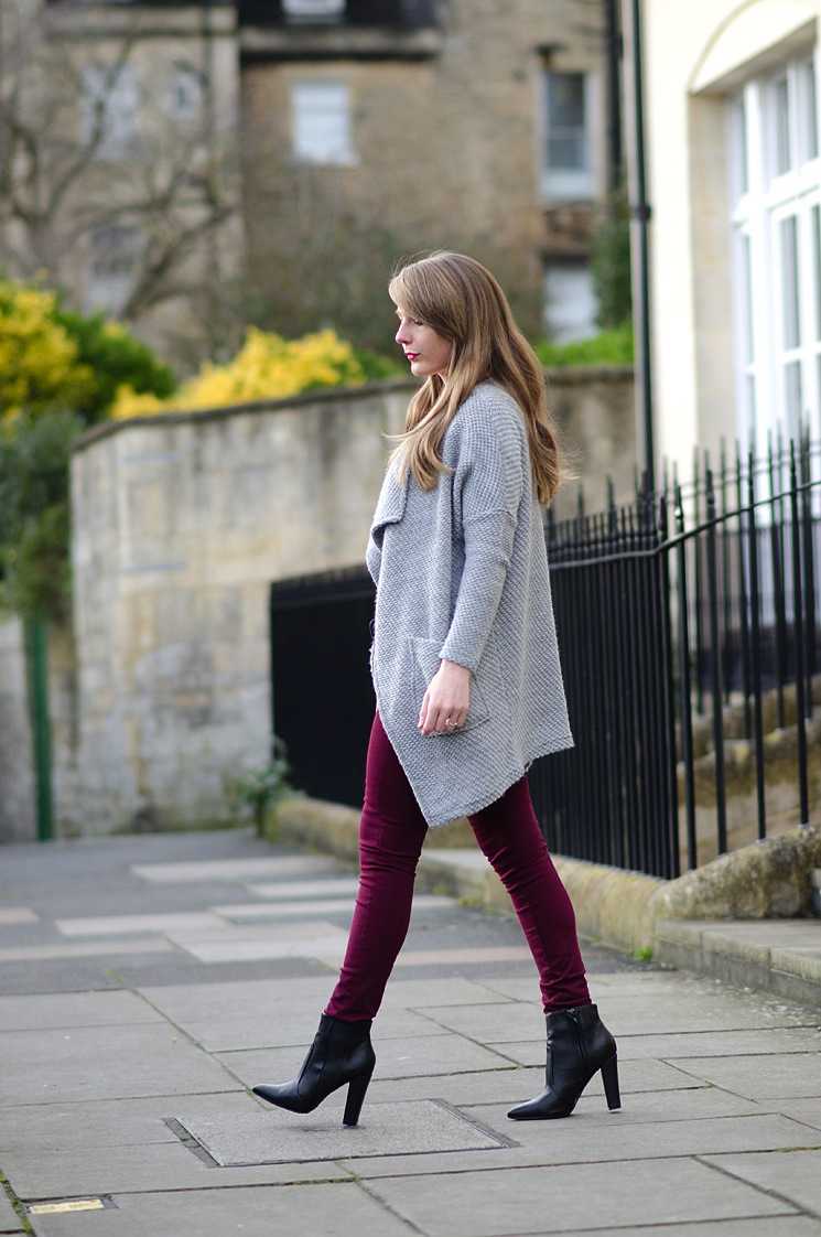 style-blogger-walking-red-jeans