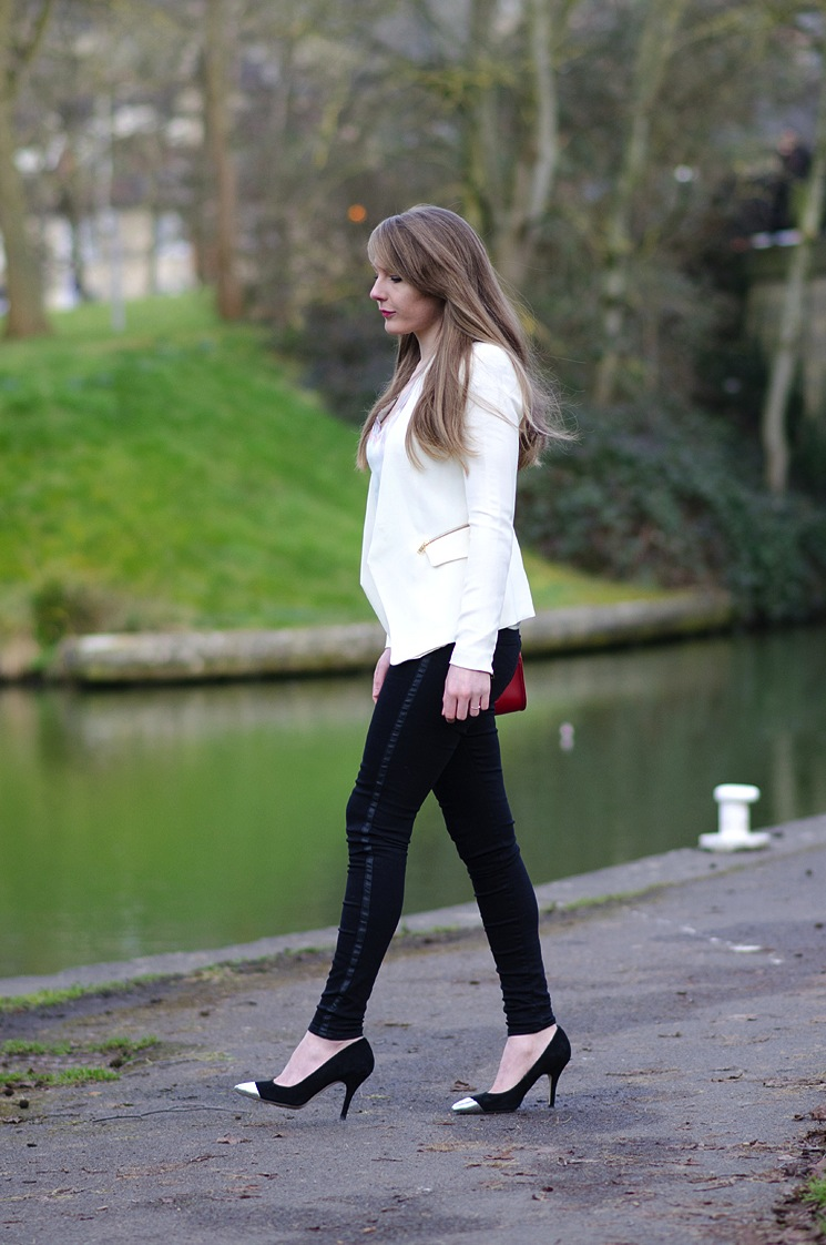 uk-fashion-blogger-walking-lorna-burford-jeans