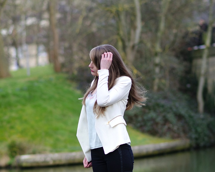 zara-cream-white-zip-blazer